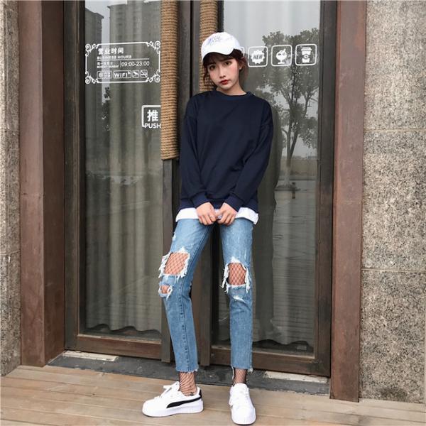 Cụ già khăng khăng cho tiền mua quần mới khi thấy một nữ sinh mặc quần jeans rách