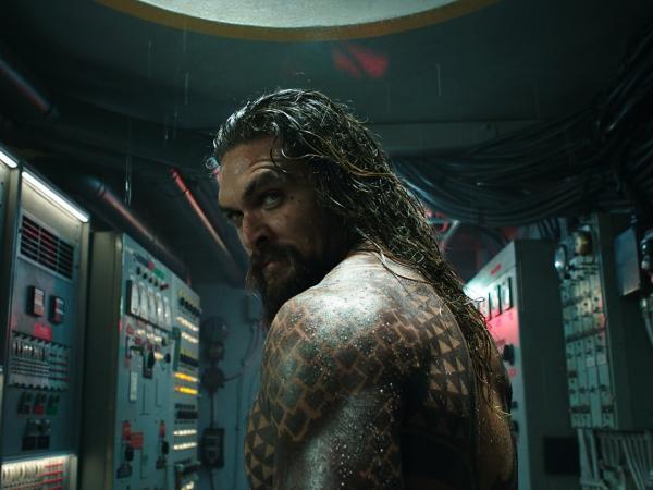 Thử đoán xem liệu khi thiên tai ập đến, sẽ có bao nhiêu người kêu cứu với chàng 'Aquaman'?