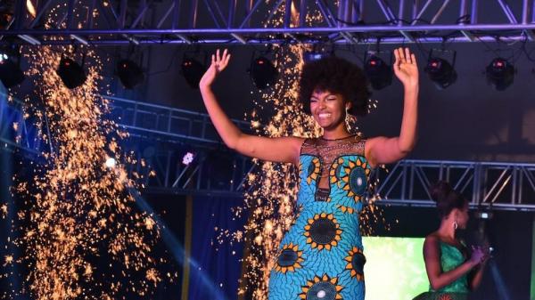 Lần đầu trong lịch sử: Tóc Hoa hậu Congo bốc cháy ngay giây phút cô đăng quang Miss Africa