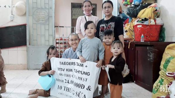 Fans Việt 'chịu chơi' thuê hẳn máy bay để treo băng rôn chúc mừng sinh nhật V (BTS)