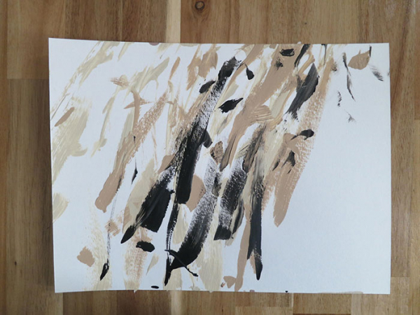 Chú chó Shiba được chủ dạy vẽ tranh bán với tổng trị giá hơn một trăm triệu đồng