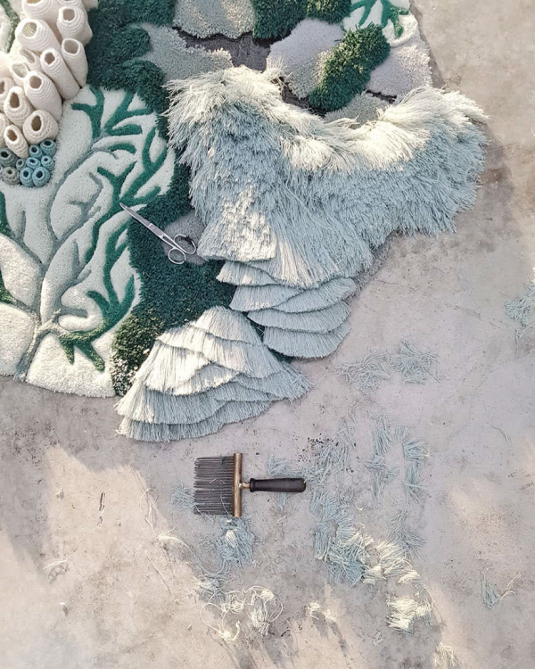 Nghệ sĩ Bồ Đào Nha tạo ra những 'bức tranh' nghệ thuật từ rác thải của ngành công nghiệp dệt may