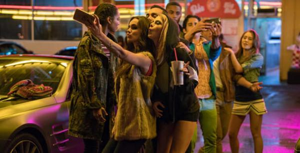 Lạc vào thế giới mộng mơ của Netflix cùng loạt phim tình yêu thanh xuân đình đám