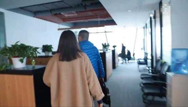Dương Mịch lần đầu giới thiệu văn phòng, vô tình hé lộ địa vị của Địch Lệ Nhiệt Ba trong công ty