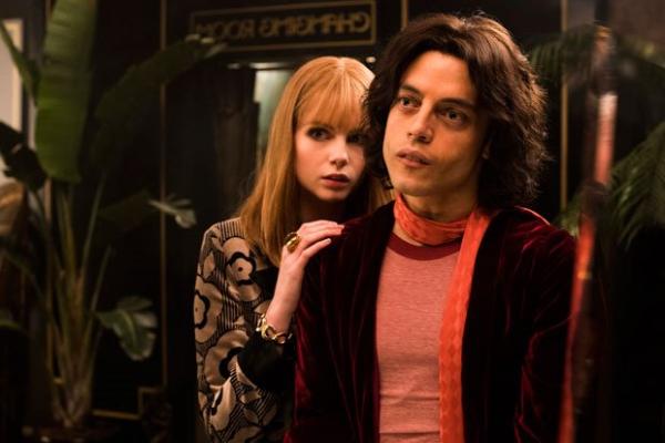 Hậu 'Bohemian Rhapsody', Rami Malek thú nhận đã trót yêu bạn diễn Lucy Boynton