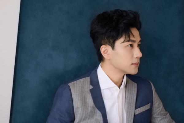 Lưu Khải Uy tái xuất sau nửa tháng ly hôn: Cnet hết trách móc, dồn hết lời khen ngợi vào vẻ đẹp trai của anh