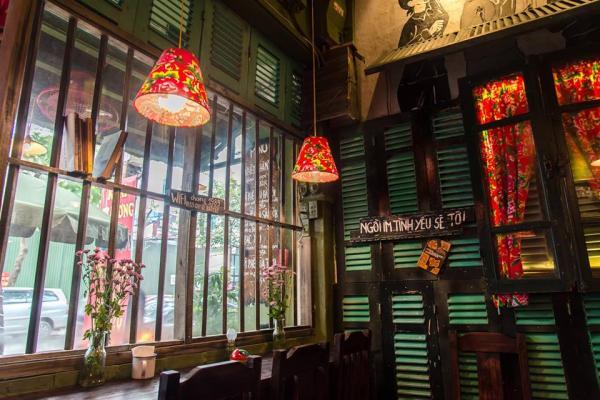 Cảm hứng hay 'đạo nhái': Quán cà phê mới có phong cách giống hệt thương hiệu 'Cộng Cà Phê'