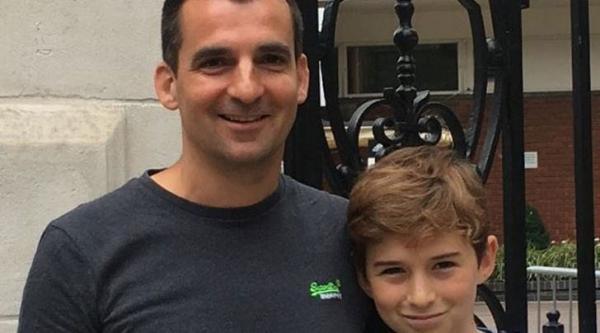 Ông bố phát triển ứng dụng điện thoại buộc con cái phải trả lời tin nhắn của cha mẹ