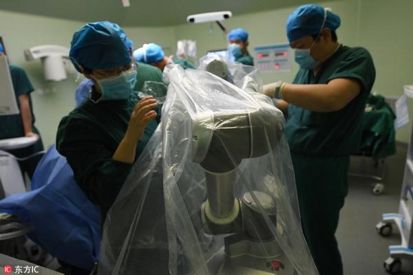 Trung Quốc vừa hoàn thành ca phẫu thuật bằng robot đầu tiên trên thế giới