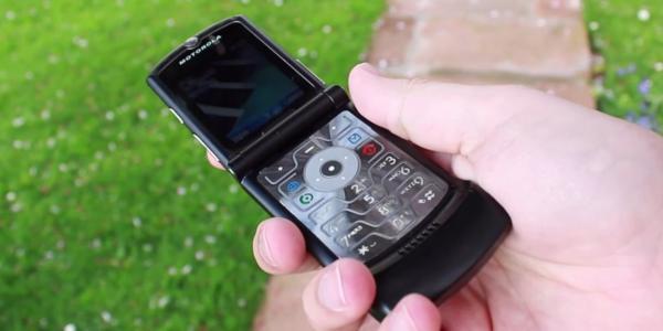 Motorola sẽ mang huyền thoại Razr quay lại với phiên bản cập nhật vào năm 2019