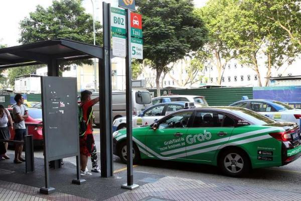 Kiếm 70 triệu một tháng từ chạy Grab, cử nhân Singapore rủ nhau cất bằng làm tài xế