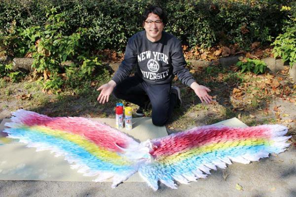 Tự chế tạo ra đôi cánh thiên thần di động vì muốn 'sống ảo' ở mọi nơi