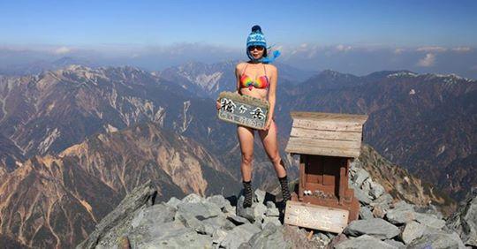 Sinh nghề tử nghiệp: Cô gái mặc bikini để leo núi nổi tiếng đã qua đời vì tai nạn khi leo núi