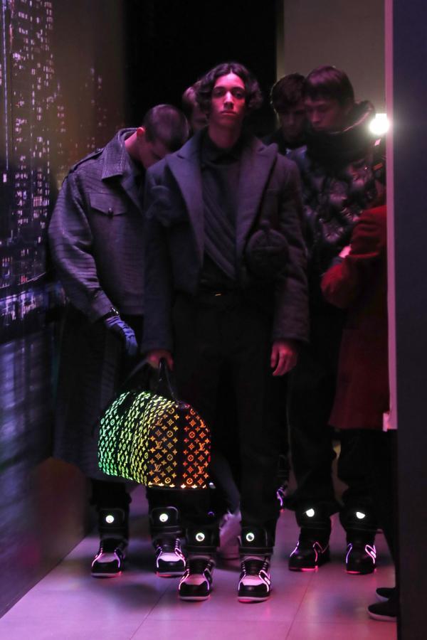 Bộ sưu tập 'phát sáng trong đêm' của Louis Vuitton hiện đang làm mưa làm gió trên các sàn diễn thời trang thế giới