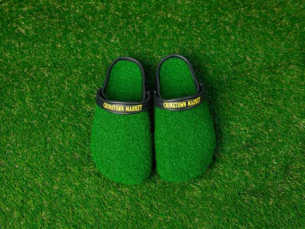Thiết kế mới nhất của Crocs tạo cảm giác như bạn đang đi chân trần trên cỏ