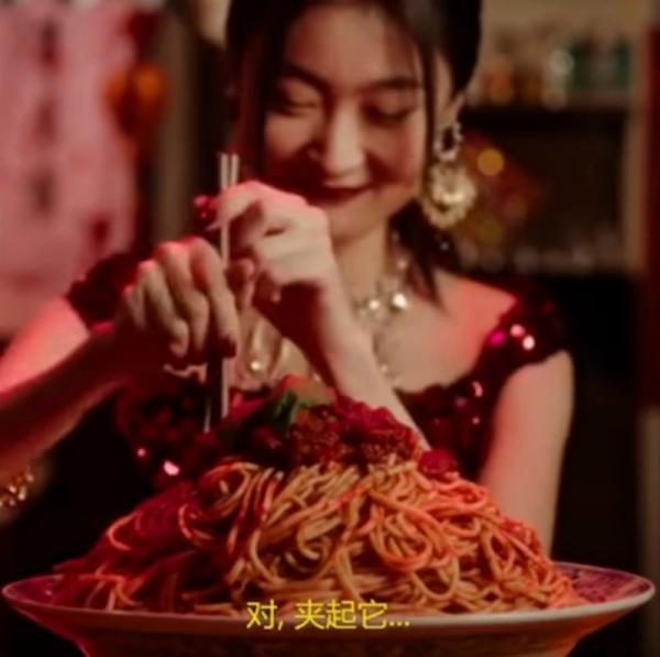 Nữ người mẫu tưởng đời 'lên hương' sau quảng cáo cho Dolce & Gabbana, ai dè bị tẩy chay hàng loạt