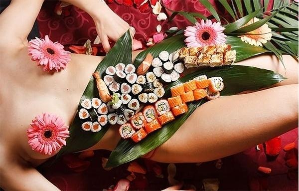 Thực hư chuyện người Nhật chi tiền để được ăn 'phân' của thiếu nữ xinh đẹp