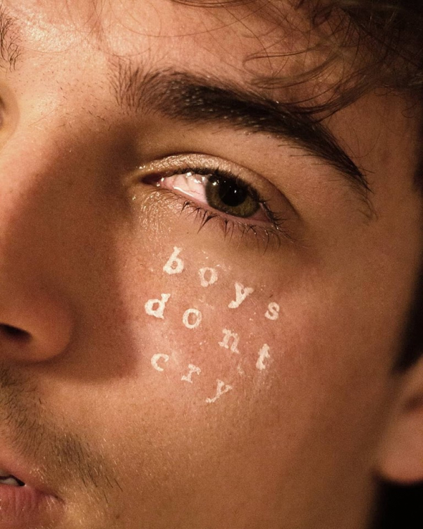 Bộ ảnh mặt mộc của DeVito: Hãy giải thoát bản thân khỏi nỗi căm ghét cơ thể của chính mình