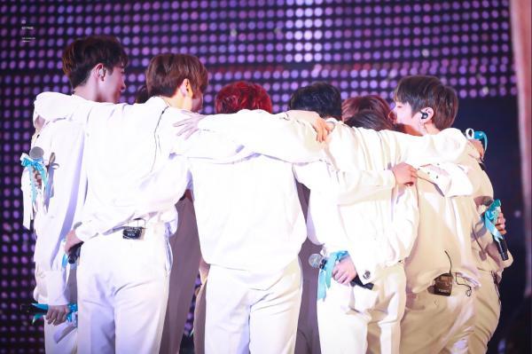 512 ngày của Wanna One: Đã tàn rồi sao, giấc mộng đêm hè của những chàng Lọ Lem?