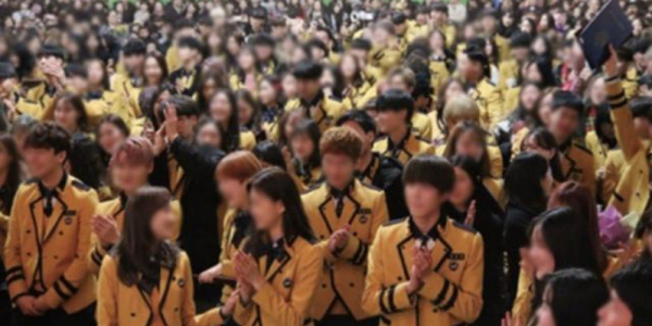 Chi tiết gây sốc về scandal SOPA: Nữ sinh phải biểu diễn Lip&Hip, mặc quần ngắn để binh sĩ ôm ấp