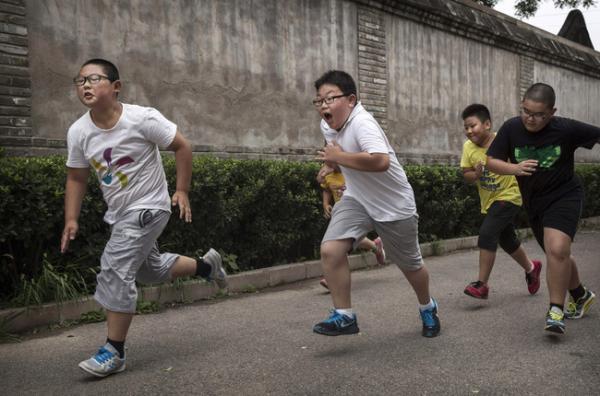 Trường học Trung Quốc chính thức đưa ra hình phạt cho các học sinh tăng cân sau Tết