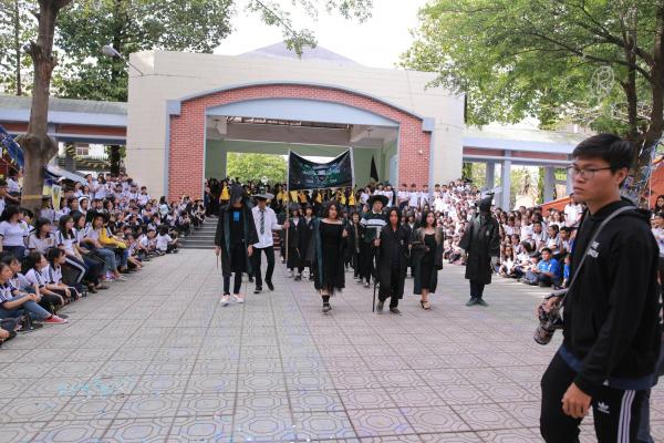 Tha hồ 'ăn bánh GATO' với hội trại xuân phiên bản Harry Potter của trường người ta
