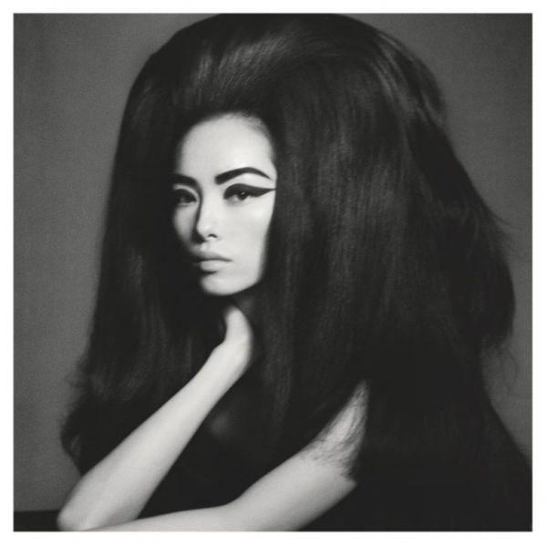 Phát sợ với định nghĩa 'phong cách phương Đông' qua loạt ảnh dị hợm của tạp chí Anh