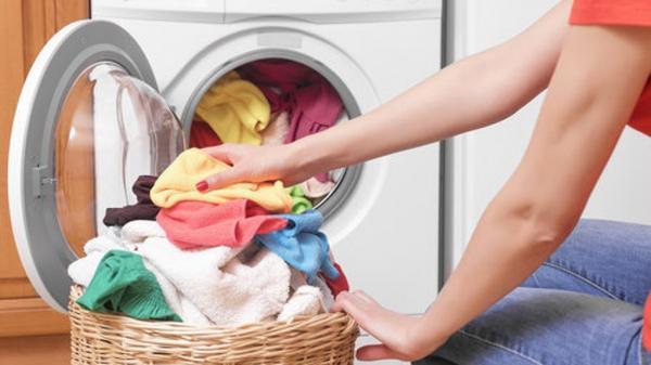 Tặng chồng 365 đôi tất khi còn đang hẹn hò, cô vợ hối hận khi mất 2 ngày mới giặt sạch hết chúng