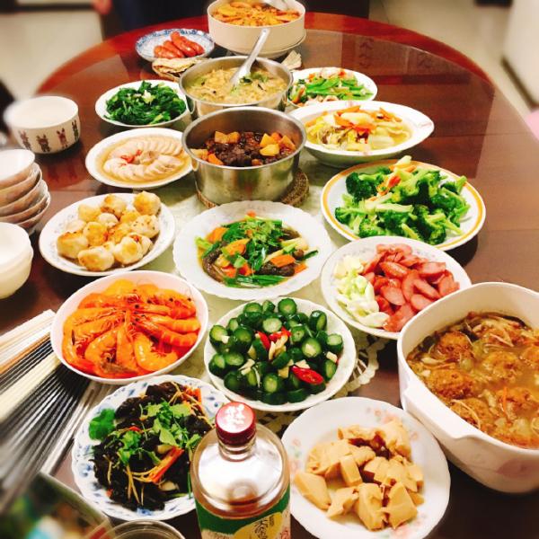 Bữa ăn ngày Tết của 'Nhuận Ngọc' La Vân Hi và dàn sao Hoa ngữ khiến dân tình choáng ngợp