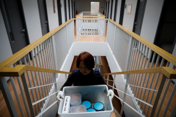 Logic của người Hàn Quốc: Bỏ cả đống tiền để được 'đi tù', thoát khỏi bể khổ ngoài xã hội