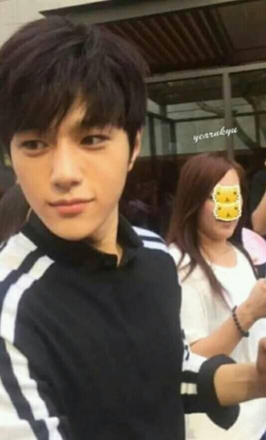 Những idol K-Pop có sắc đẹp thần thánh đến mức ảnh chụp 'cam thường' cũng không dìm nổi