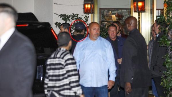 Brad Pitt bị bắt gặp đến dự tiệc sinh nhật của Jennifer Aniston, liệu 'tình cũ không rủ cũng tới'?