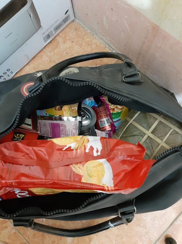 Những túi hành lý nặng tình quê hương chỉ có ai về quê ăn Tết mới hiểu