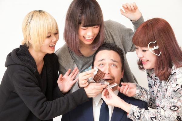 Phụ nữ Nhật Bản nổi loạn đòi bỏ truyền thống phải tặng socola cho đồng nghiệp nam vào Valentine