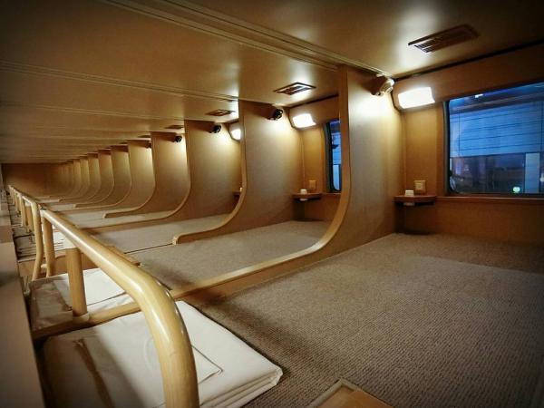 Bên trong xe lửa ở Nhật Bản có gì mà khiến bao khách du lịch trầm trồ