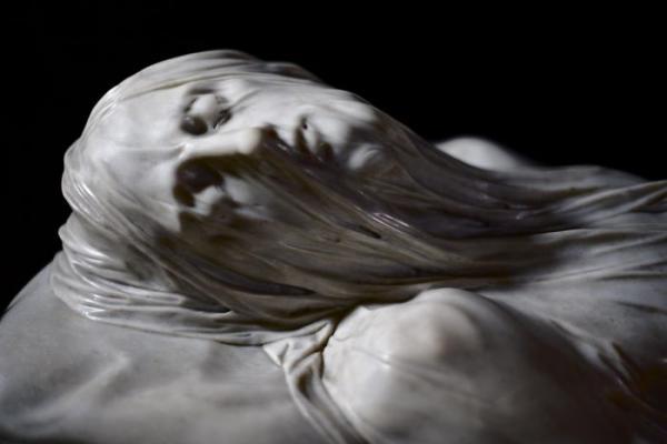 Những kiệt tác điêu khắc tỉ mỉ nhất thế giới: Chi tiết đến từng nếp gấp khăn và mạch máu trên người