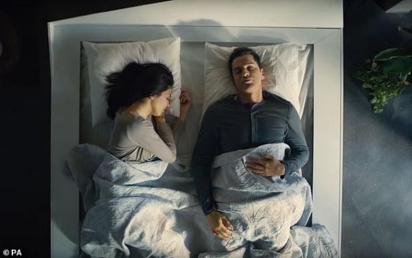 Chán làm xe hơi, Ford chuyển qua nghiên cứu giường thông minh kéo cặp đôi giận hờn ngủ sát nhau
