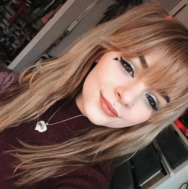 TikTok đang tạo ra thế hệ những cô gái trẻ E-girl với vẻ ngoài và cách sống khác biệt