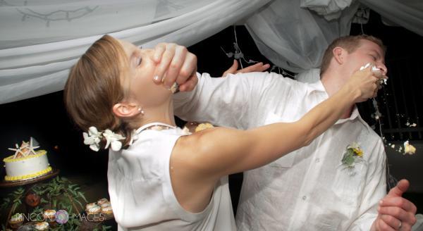 Chú rể thẳng tay tát vợ mình vì đùa giỡn trong đám cưới: Đâu mới là hạnh phúc thật sự trong hôn nhân?