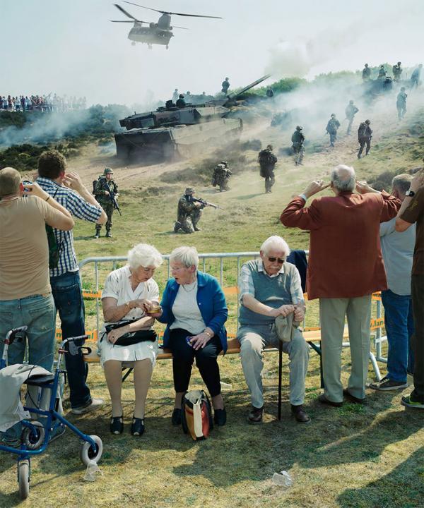 Loạt ảnh dí dỏm thâm thúy của nhiếp ảnh gia Hà Lan khiến bạn nhìn đời với con mắt 'tươi' hơn
