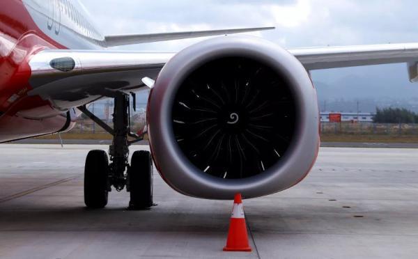 Nhiều hành khách Trung Quốc cố ý ném tiền xu vào động cơ máy bay để cầu nguyện