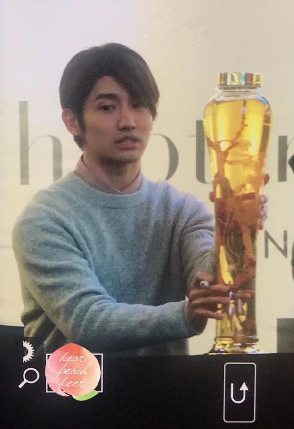 Những món quà kinh điển trong các buổi fansign: Fan lầy cỡ này hẳn idol sẽ nhớ mặt cả đời