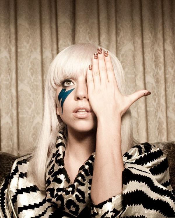 Sỉ nhục, lăng mạ... Những kẻ bắt nạt Lady Gaga hồi đi học đã làm gì trong fanpage tẩy chay cô?