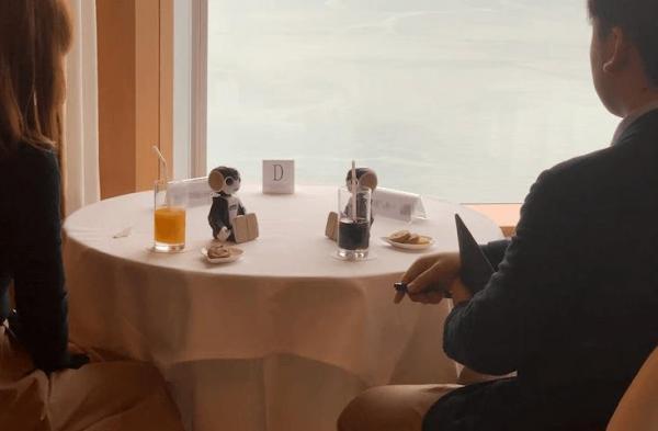 Đỉnh cao xem mắt kiểu Nhật: Chỉ cần ngồi nhìn nhau, chuyện giao tiếp cứ để robot lo