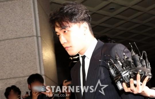 Truyền thông đưa tin cảnh sát ban lệnh cấm Seungri xuất cảnh sau khi nam ca sĩ tuyên bố giải nghệ