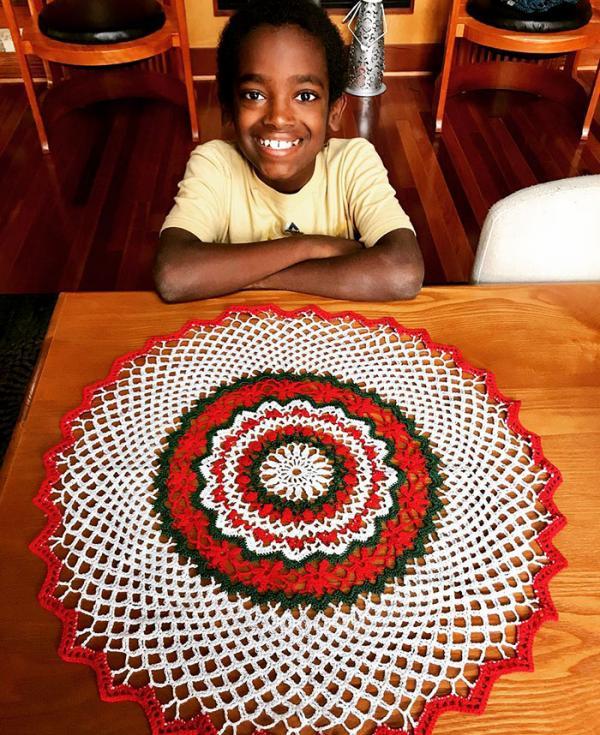 Cậu bé 11 tuổi sở hữu IQ cực cao, học vượt lớp và cả tài năng... đan len thượng thừa