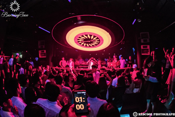Góc khuất tại các hộp đêm Gangnam: Học sinh tiểu học làm 'tiếp viên', cổ đông lớn là người nổi tiếng