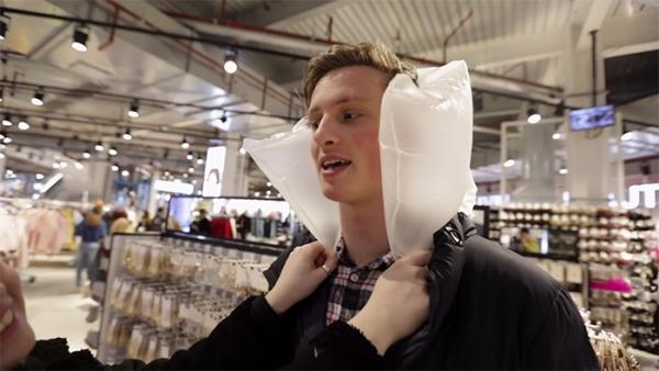 Cố tình ăn mặc ngớ ngẩn nhất để có thể đến Fashion Week, kết quả lại được săn đón như người mẫu nổi tiếng