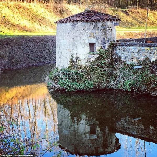 Đôi vợ chồng từ bỏ tất cả để khôi phục tòa lâu đài cổ bị lãng quên gần 30 năm
