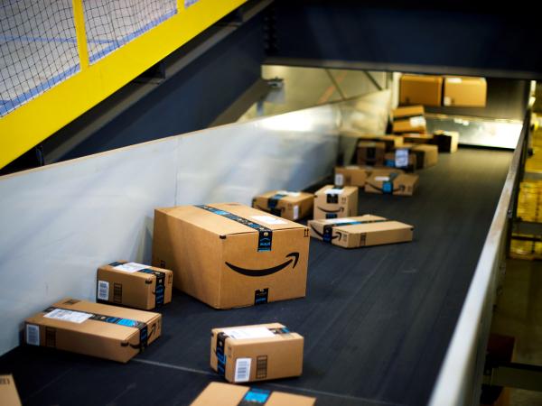 Amazon kiếm được hơn 48 tỷ USD nhờ những khách hàng 'lỡ tay bấm mua' trong lúc say xỉn